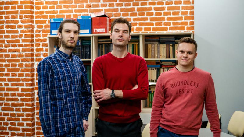 Anfrei Stapanenko, Maksim Gorlach and Nikita Olekhno. Photo povided by ITMO's Faculty of Physics and Engineering