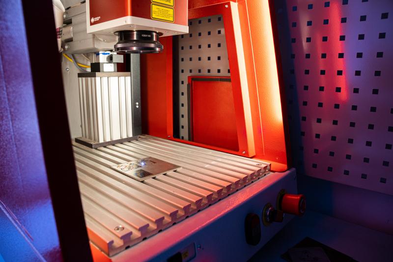 Программируемая автоматизированная лазерная установка МиниМаркер2-ColorIT