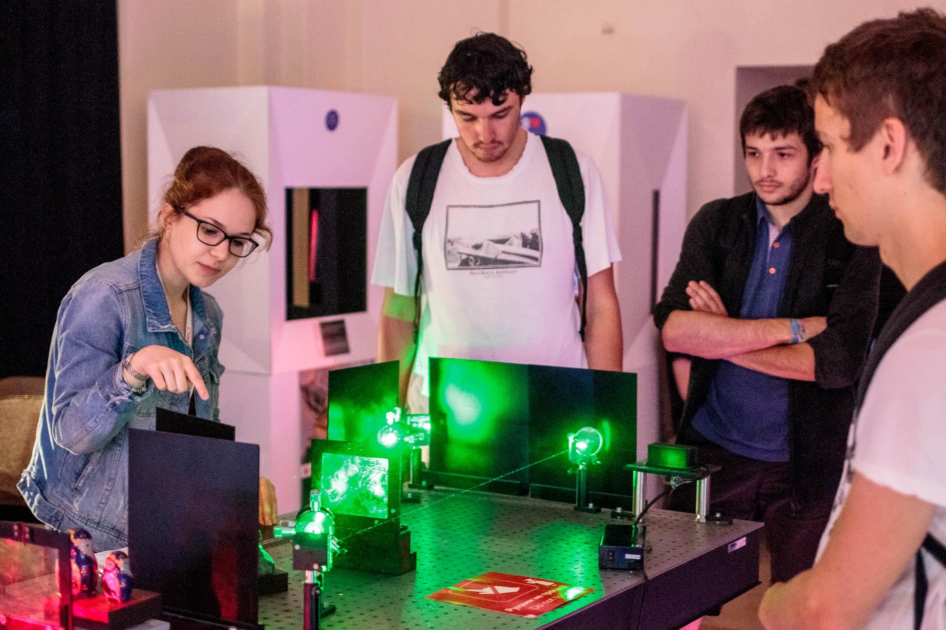 Университет ИТМО. Французские студенты в Музее Оптики