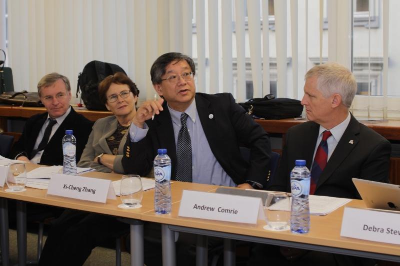 Университет ИТМО. Заседание Международного совета. Си-Чен Жанг (в центре)