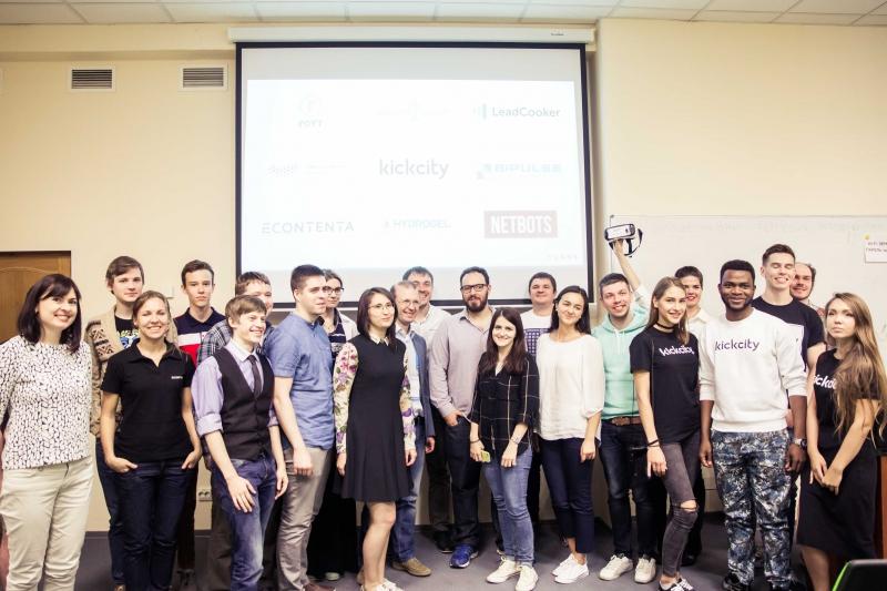 Участники DemoDay аксселератора TURN8
