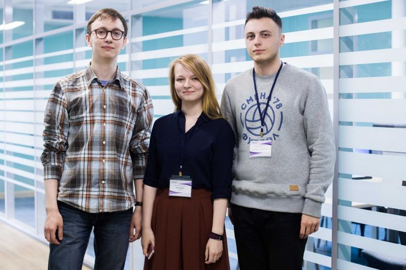 Ксения Мухина (в центре)