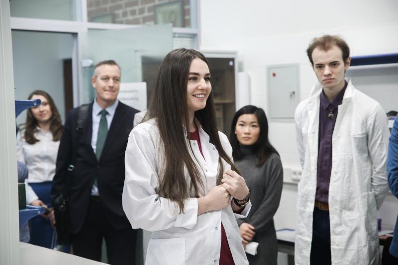 Елизавета Анастасова в лаборатории SCAMT