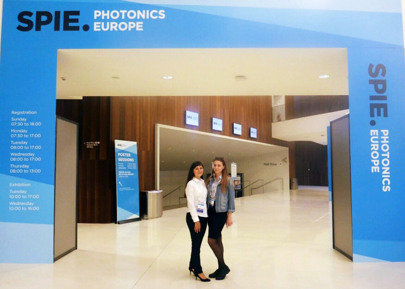 Айсылу Камалиева и Юлия Разумова на SPIE Photonics Europe 2018