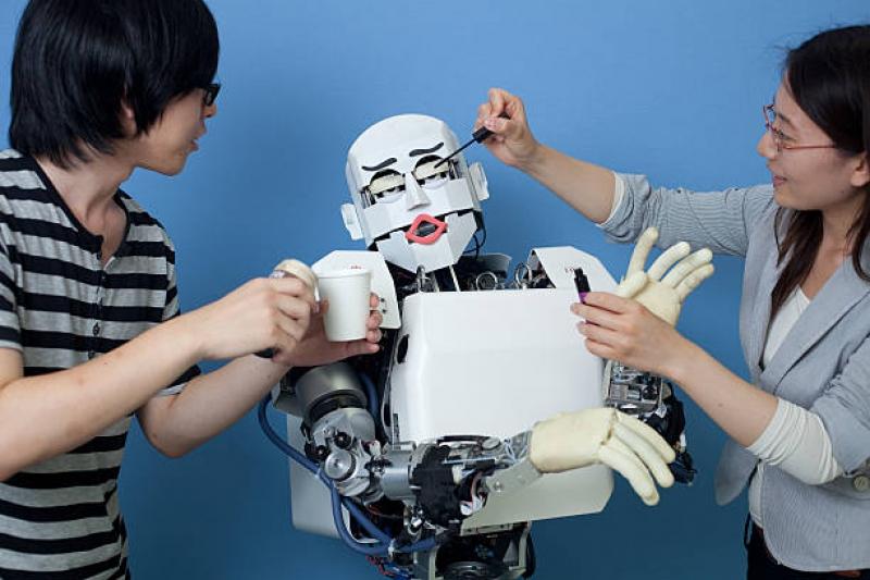 Эмоциональный робот KOBIAN использует жесты. Источник: gettyimages.com