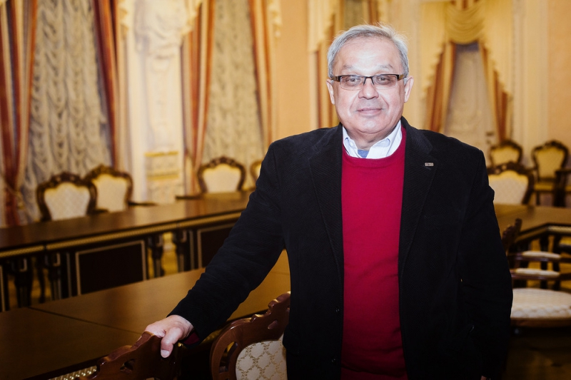 Анвар Захидов