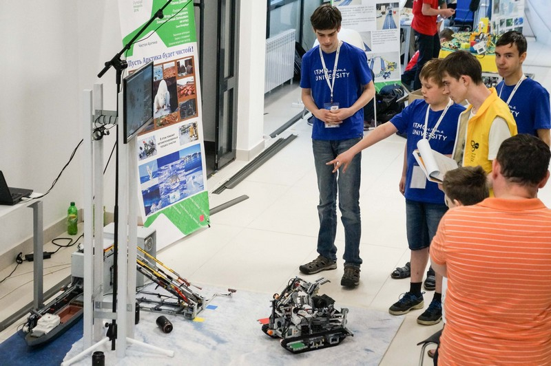 Clean Arctic being presented at the All-Russian Olympiad in Robotics