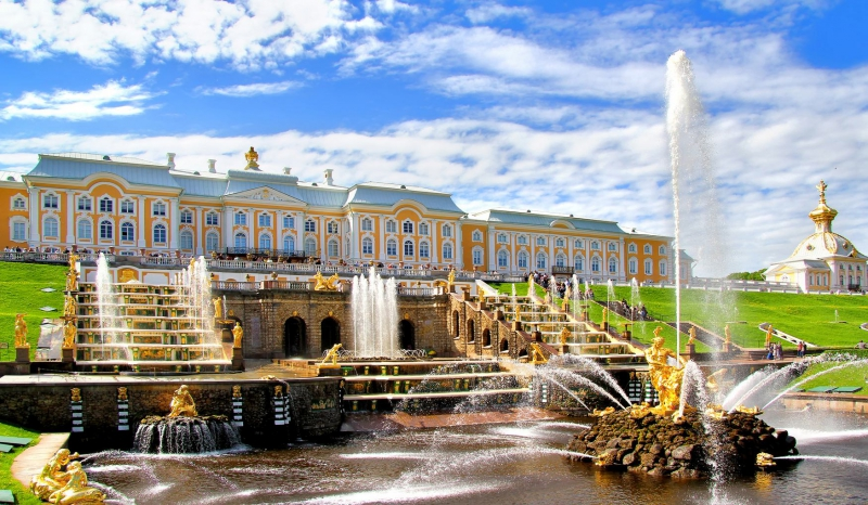 Peterhof Palace. Credit: kidpassage.com