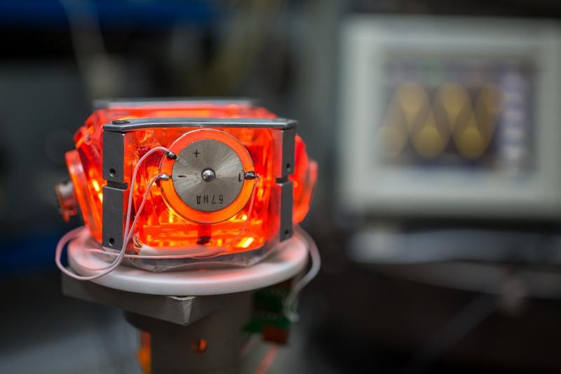 Zeeman laser gyroscope. Credit: commons.wikimedia.org