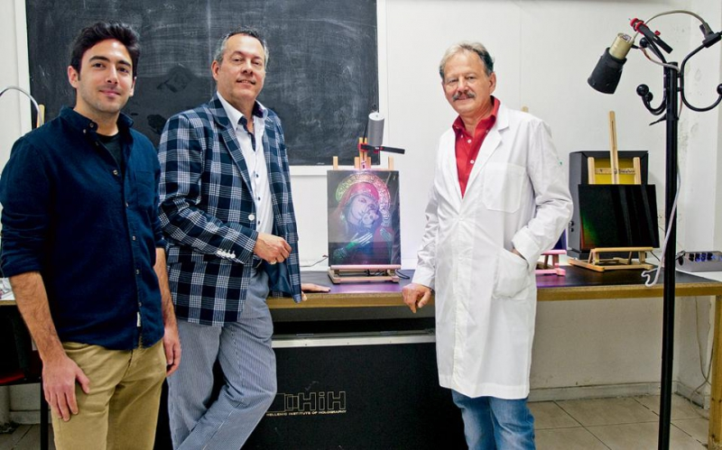 Alkis Lembessis and the staff of the  Hellenic Institute of Holography. Credit: hih.org.gr