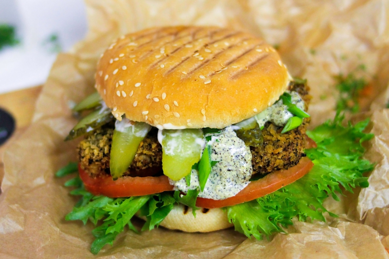 Hood's 'fishburger' with soft-fried tofu, fresh tomatoes, and pickled cucumbers. Credit: vk.com/hoodstreetfood