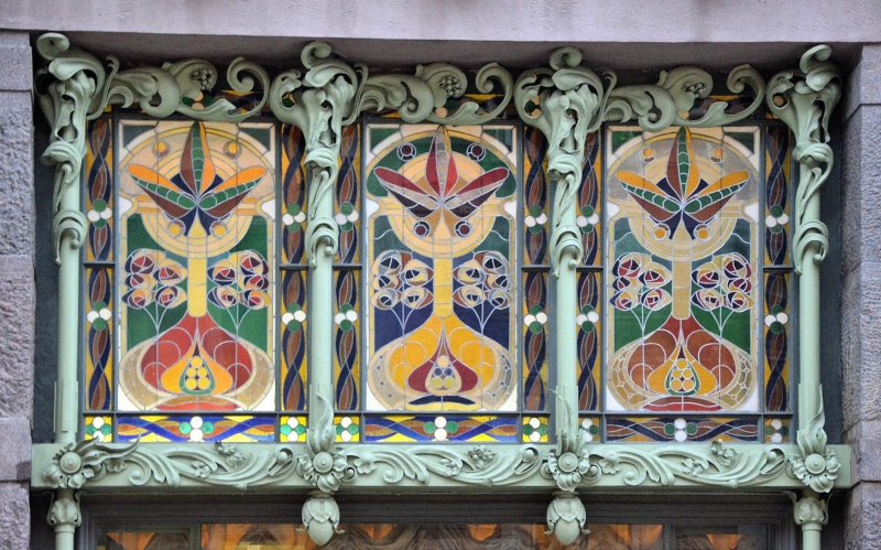 Floral motifs and stained glass in the decoration of the Eliseyev Emporium in St. Petersburg. Credit: aroundcard.com