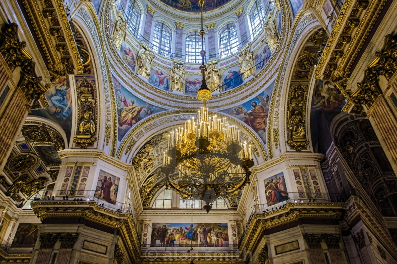 The interiors of St. Isaac's Cathedral. Credit: guide-guru.com