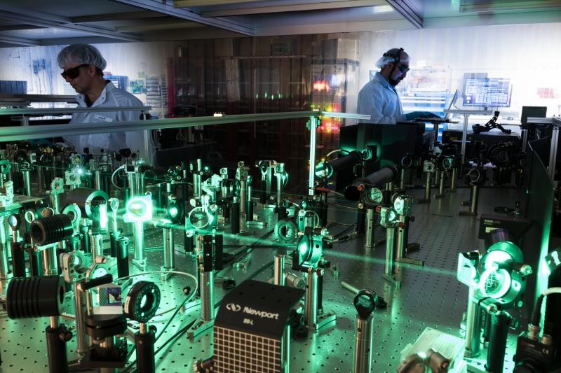 Оптическая лазерная система для экспериментов методом pump-probe. Источник: media.xfel.eu