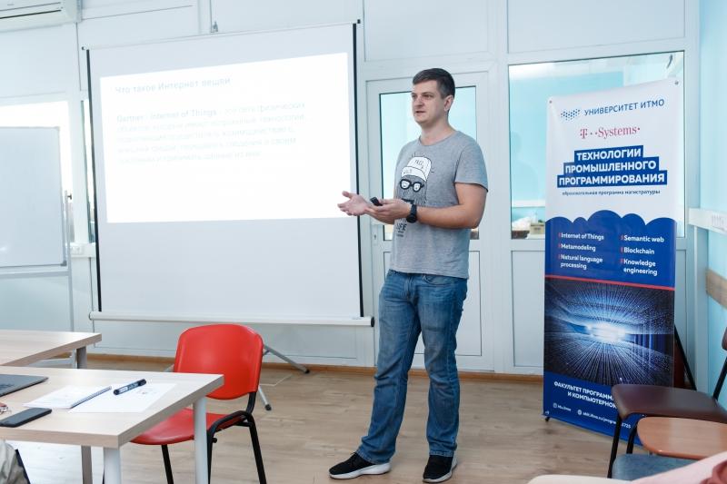 Лекция Александра Суркова