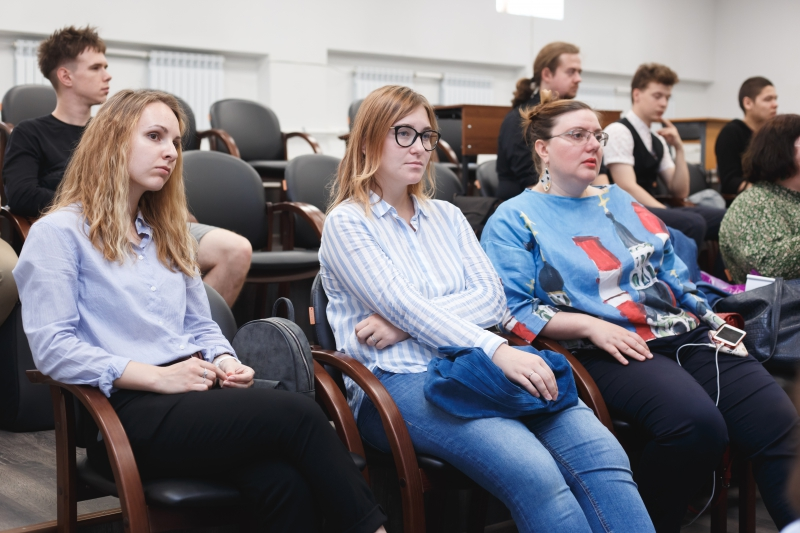 Полина Белимова (слева) на конференции International ITMO Accessibility Days