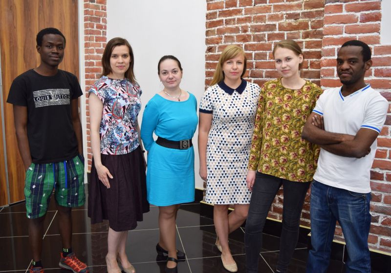 Staff members of ITMO University's Food Bio-Nanotechnologies Lab with their head Elena Krivoshapkina (third from right)
