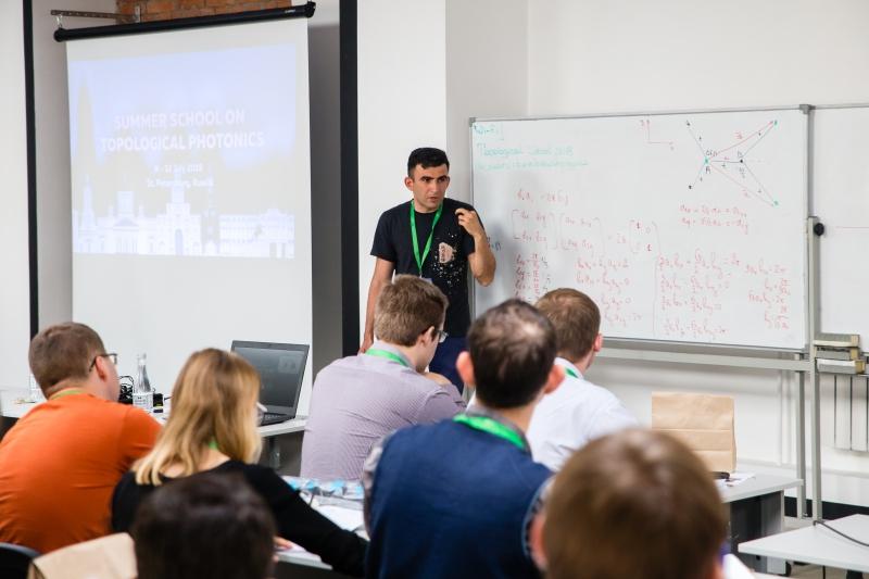 Научный семинар на летней школе по топологической фотонике-2019 на физико-техническом факультете Университета ИТМО