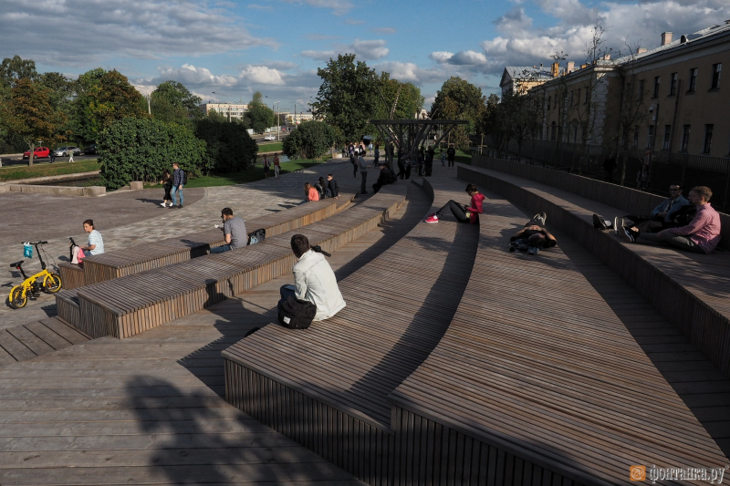New public spaces on the bank of Karpovka. Credit: fontanka.ru