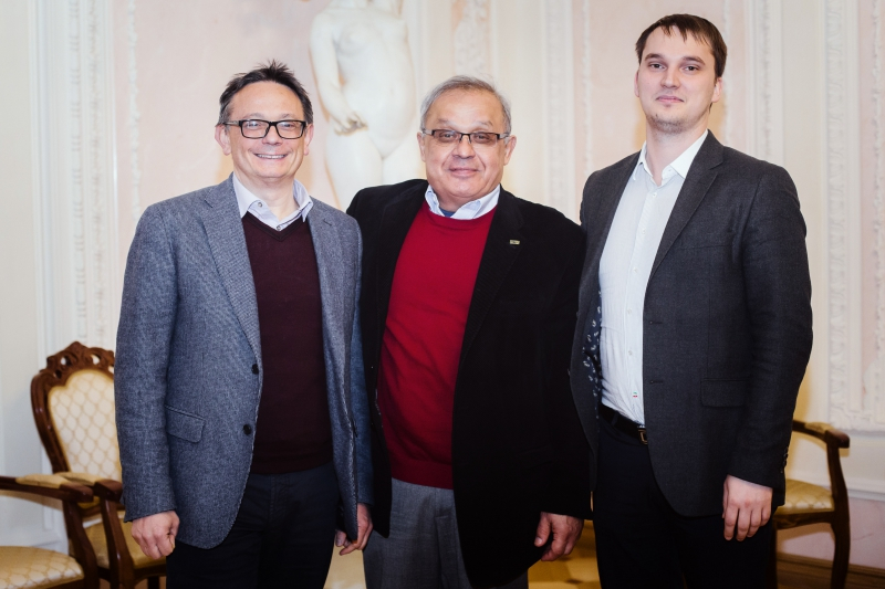Aldo di Carlo, Anvar Zakhidov and Sergey Makarov at ITMO University