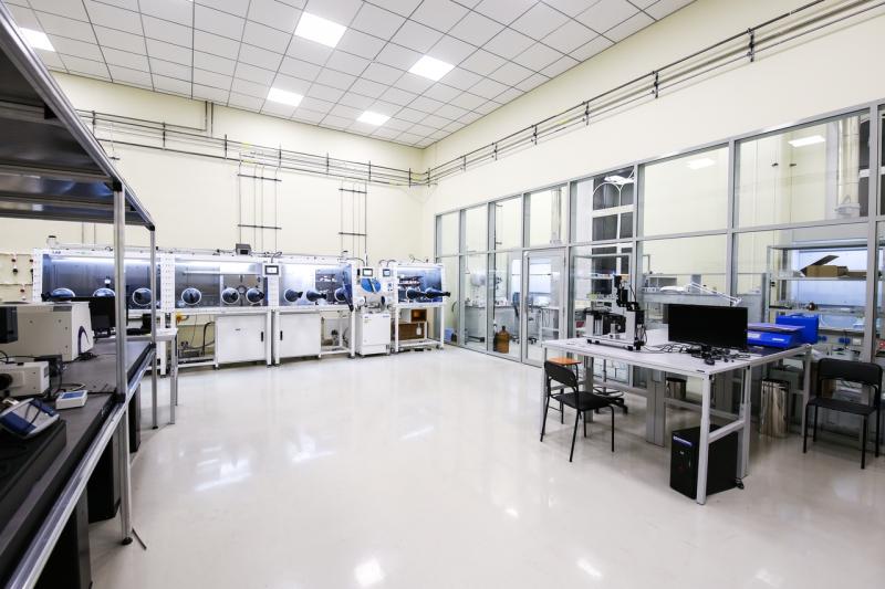 The Laboratory of Hybrid Nanophotonics and Optoelectronics