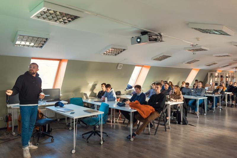 Mikhail Gavrilov's lecture at ITMO Accelerator
