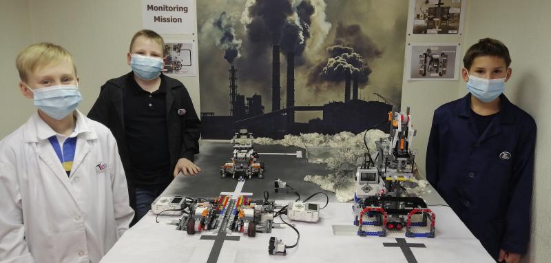 Students of ITMO's Youth Robotics Laboratory. Photo courtesy of Igor Lositsky