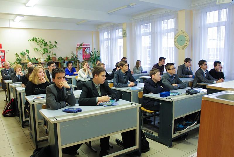 Школьники лицея №590 узнали о лазерном театре