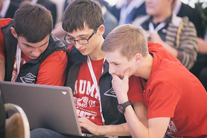 Ученые из России и Китая выяснили, что информатизация улучшает успеваемость школьников