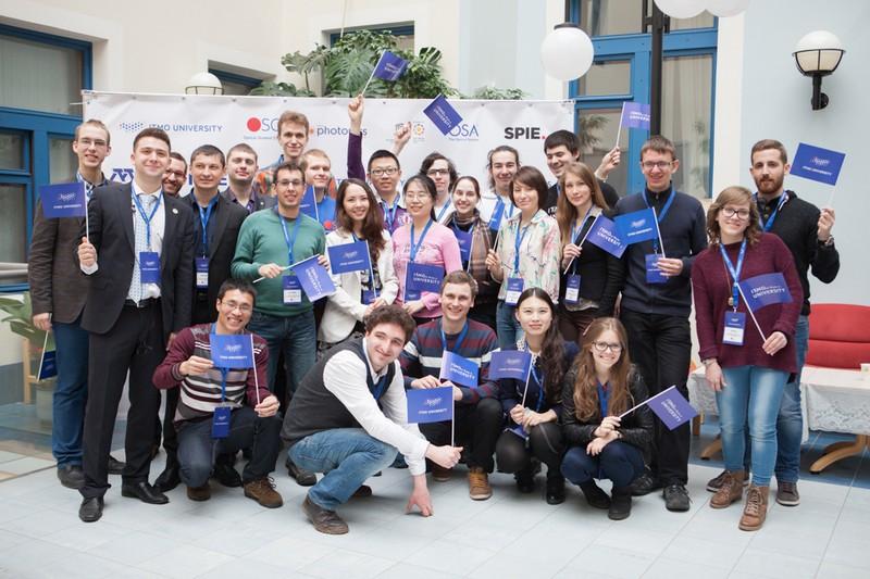 Студенты из оптической ячейки Университета ИТМО выиграли конкурс на организацию собственной конференции молодых ученых