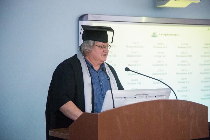 Ученый Юрий Кившарь облачился в мантию почетного доктора Университета ИТМО