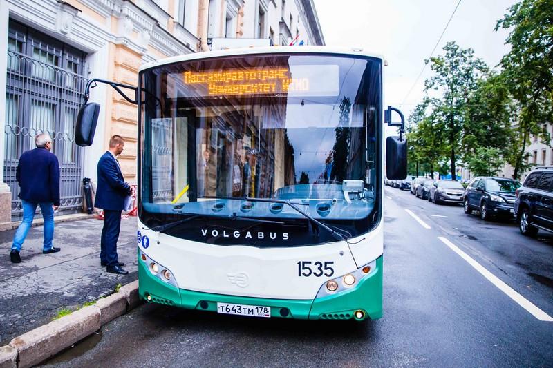 «Умный» транспорт для умных пассажиров: в Петербурге тестируют новую систему оплаты проезда