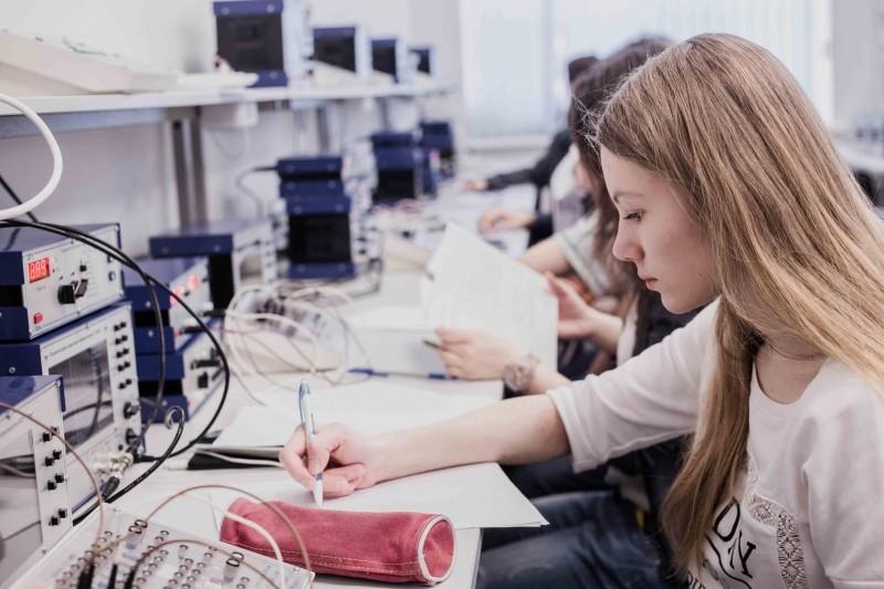5-100计划赤道: 高校将注意力集中到学科领域排名