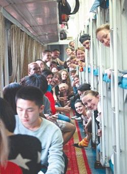 Плацкартом веселее! Российские студенты посетили вузы четырех городов Китая