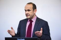 Посол Швейцарии по вопросам науки: учите английский язык